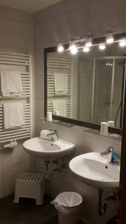 Hotel Salzburgerhof Flachau: מקלחת