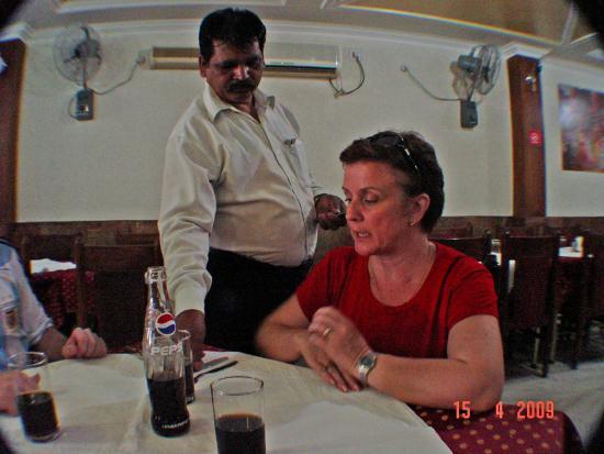 Priya Restaurant: salão