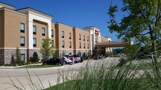 Hampton Inn & Suites Ada: Front of Hotel