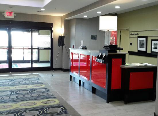 Hampton Inn & Suites Ada: Front Desk/Lobby