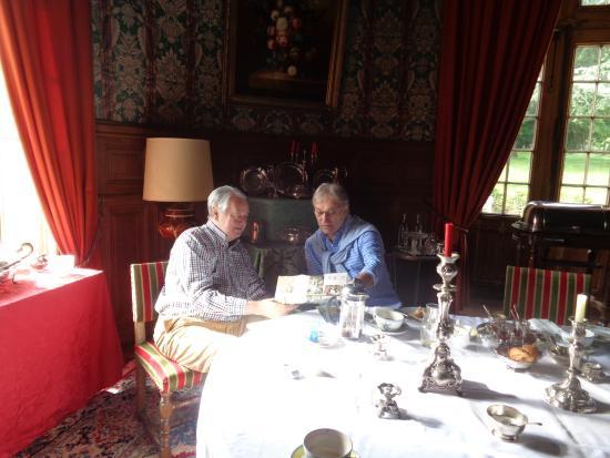 Chateau de la Flocelliere: Disfrutando de la compañía de Patrice en el desayuno.