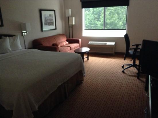 Courtyard Portland Southeast/Clackamas: Room was spacious, comfy and clean