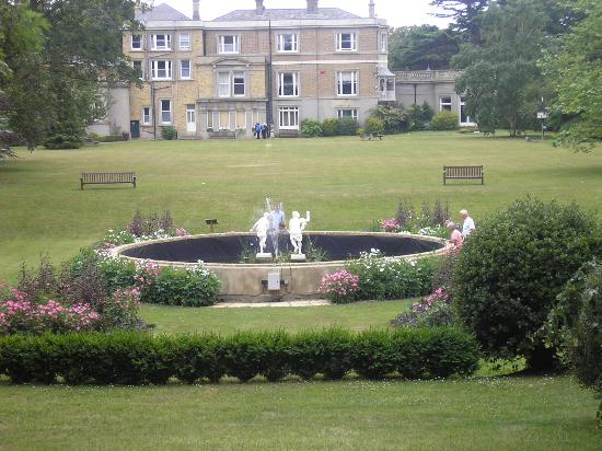 Quex house picture of quex park and the powell cotton for Quax parc