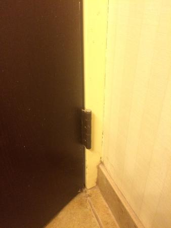 Hotel Harrisonburg: Corner of bathroom
