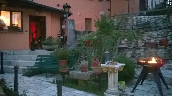 Genzano, Włochy: Ingresso e giardino