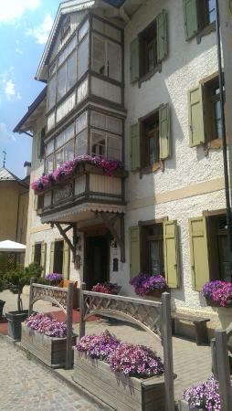 Villa Alpina: Вид на отель с улицы
