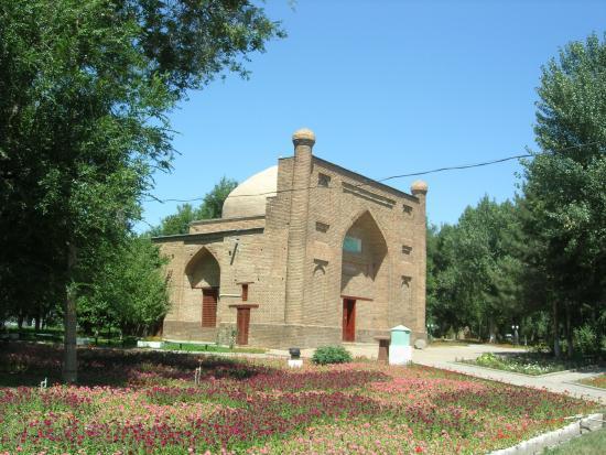 Karahan Mausoleum: Мавзолей Карахана (11-12 вв., перестроен в начале 20 в.)