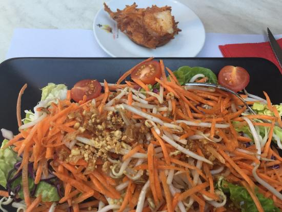 Au Bol: Summer Salad with meat of your choice for CHF20.-