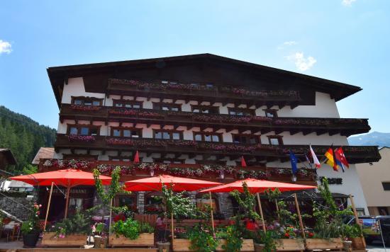 Photo of Hotel Basur Flirsch