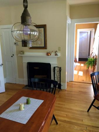 The Sunny Grange B&B: dining room