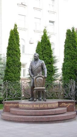 Alexandr Pashutin Statue