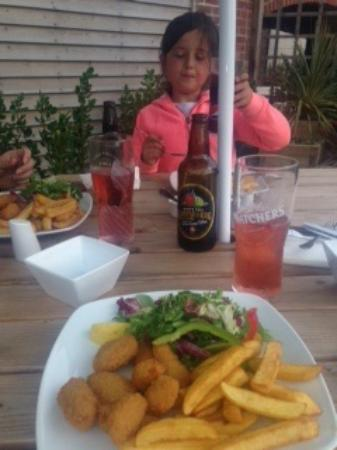 Earnley, UK: Our meal at medmerry arms