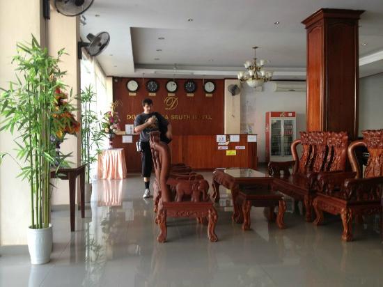 Douangpraseuth Hotel: холл отеля