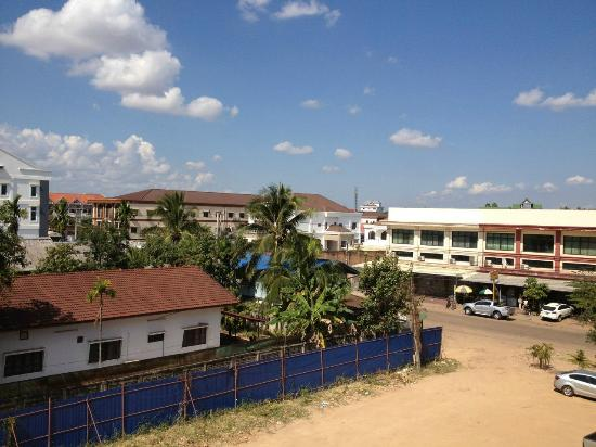 Douangpraseuth Hotel: вид из окна