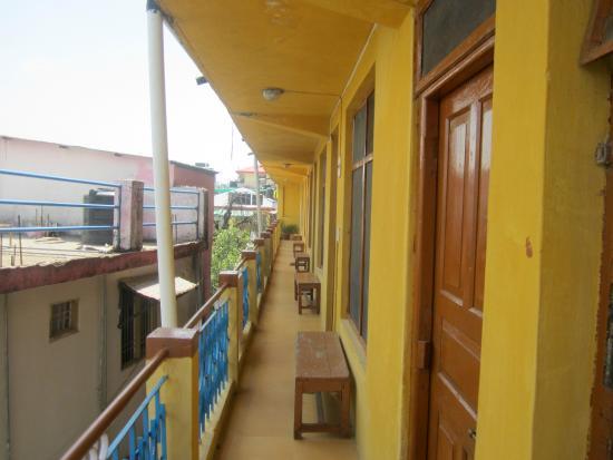 Yellow Guesthouse: balcony