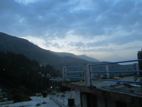 Yellow Guesthouse: early morning view