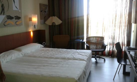 Sercotel Encin Golf Hotel: vista de la habitacion hacia la terraza
