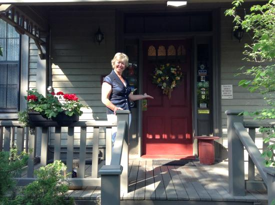 Shipwright Inn: Welcoming wreath on the front door