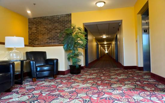 Econo Lodge - Mayo Clinic Area: Second Level Seating Area