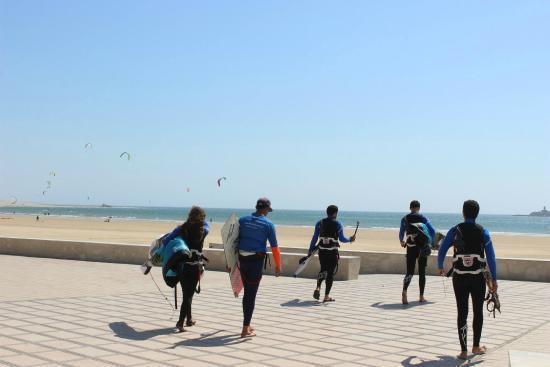 Bleukite Essaouira: Walking to the beach