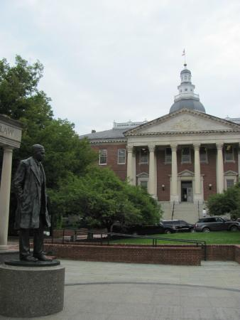 Thurgood Marshall Memorial: side view of memorial with state house in the background
