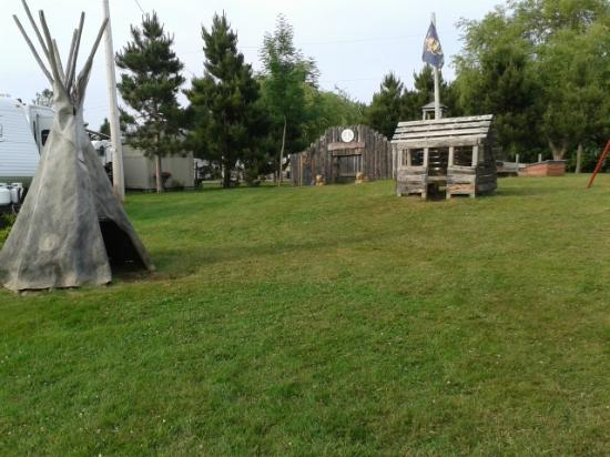 Dunromin Waterfront Campsite & Cabins: playground