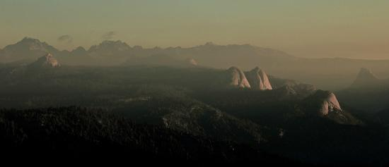 North Fork, Kalifornia: View from Mile High Vista.  Balloon Dome, Fuller Buttes.