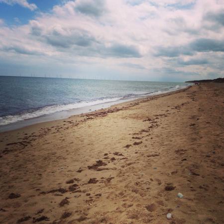 Winterton-on-Sea, UK: Lovely walk along the beach