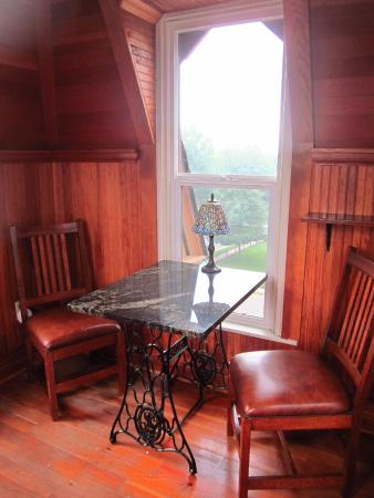 Ann Bean Mansion B&B: Your sitting area in the turret with amazing views of Stillwater
