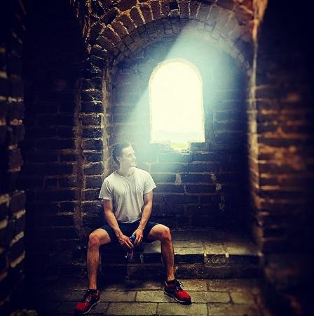 Stretch-A-Leg Travel-Day Tour: Contemplating life and cooling down in a guard tower. Jinshanling.