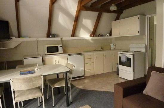 أروتاون فايكنج لودج: kitchen dining two bedroom unit