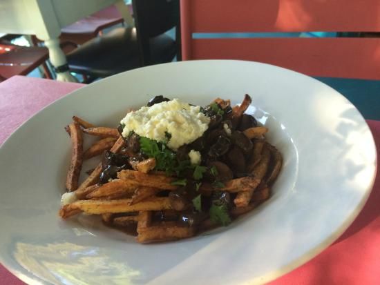 Roots Cafe : Mushroom Poutine