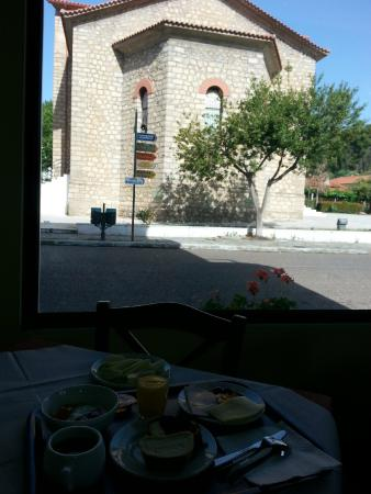 Hotel Kronio: Breakfast and cathedral