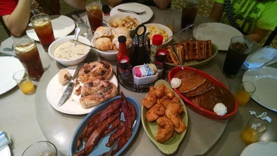 Paula Deenu0027s Family Kitchen Photo
