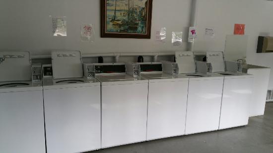 Tok, AK: Laundry room