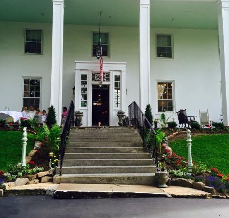 Historic General Lewis Inn Photo