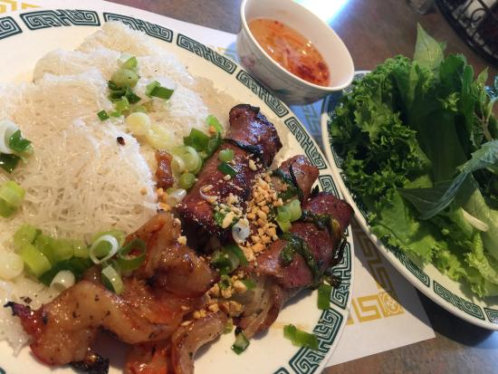 VUNG Tau II Restaurant: Grilled shrimp & beef (stuffed onion), served with rice vermicelli, lettuce & herbs. Flavorful b