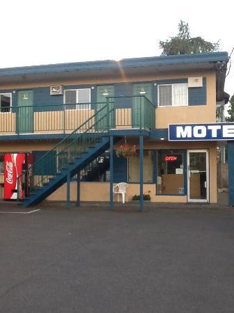 Diplomat Motel: Frontside