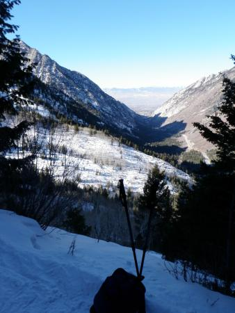 Red Pine Lake : part way up the trail, view down the valley