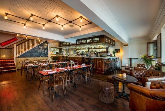 Cavalier Bar & Italian: bar area