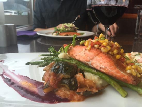 Waterfront Restaurant @ Crest Hotel : Delish!