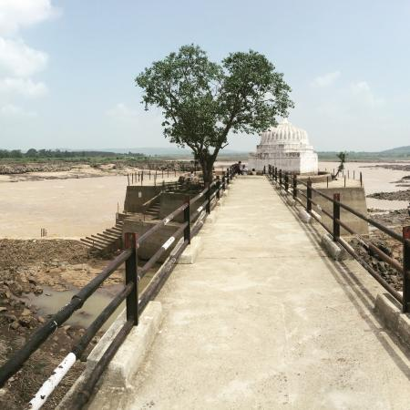 mandla river narmada beautiful during rains and winter. Must chill here for a bit. Shiv temple i