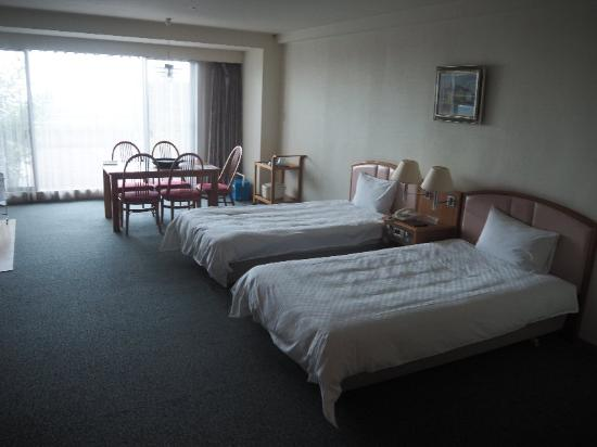Hotel Ambient Izukogen Annex : ベットルームとダイニングルーム