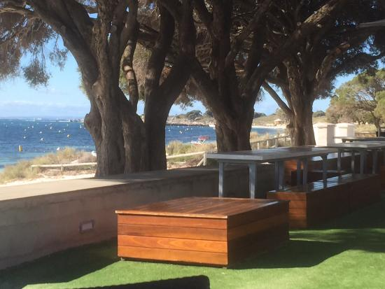 Hotel Rottnest: A very relaxing get away from the bustle of busy life. Reasonable priced rooms, very clean and s