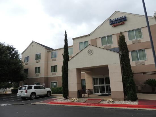 Fairfield Inn & Suites Austin South: The front entrance