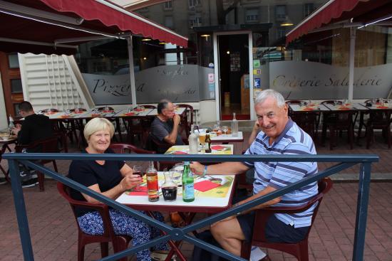 Crêperie-Pizzeria des Ponts : Terrace Dining