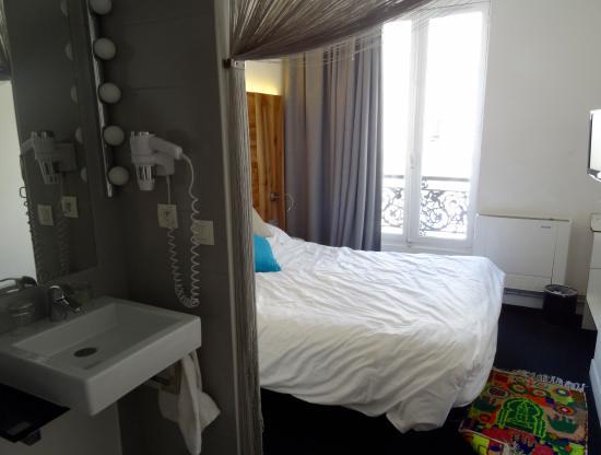 Maxim Folies : hotel room