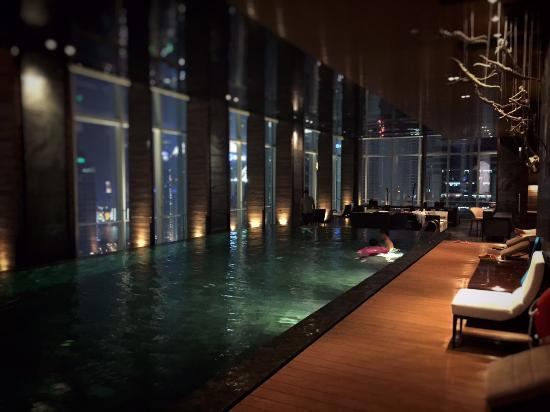Infinity pool picture of four seasons hotel shanghai at - Shanghai infinity pool ...