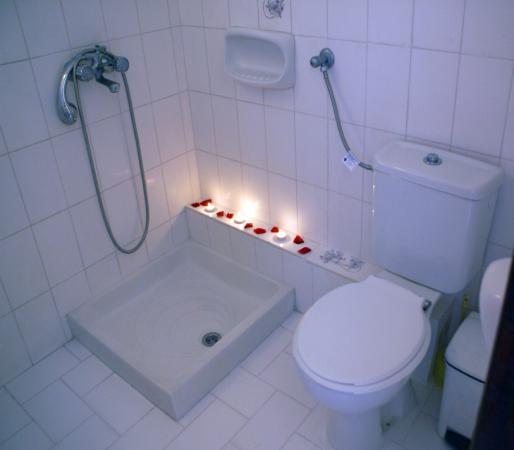 Golden Sun Apartments : Μπάνιο