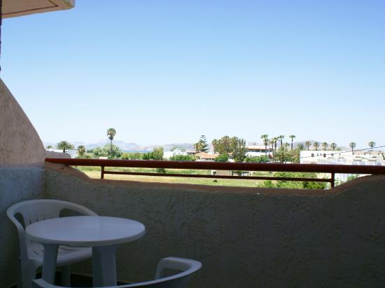 Golden Sun Apartments : Θέα από το δωμάτιο